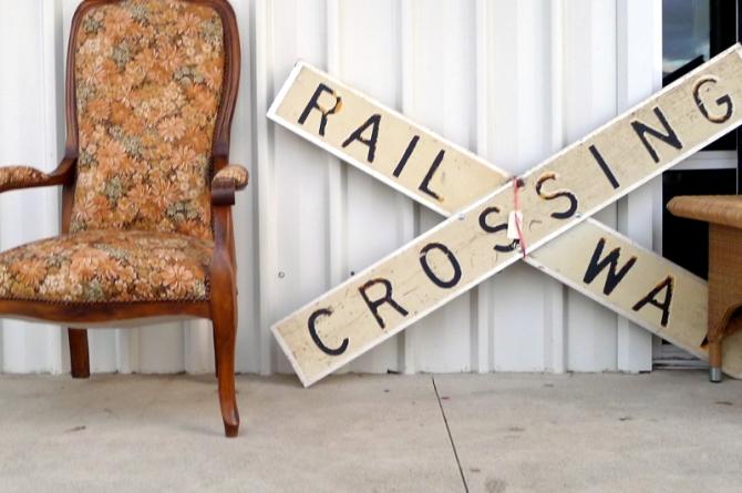 railwaycrossing933a_s
